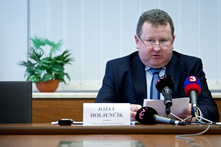 Jozef Holjenèík Úrad pre reguláciu sieových odvetví URSO